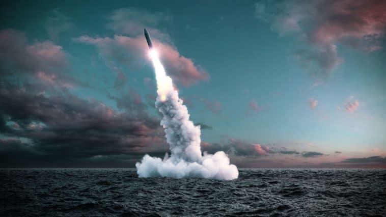 Nükleer Bombalar Nasıl Patlamadan Duruyor?