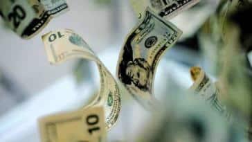 Piyasalar Virüsle Birlikte Fırladı: Dolar 5.97 TL Seviyesini Test Etti