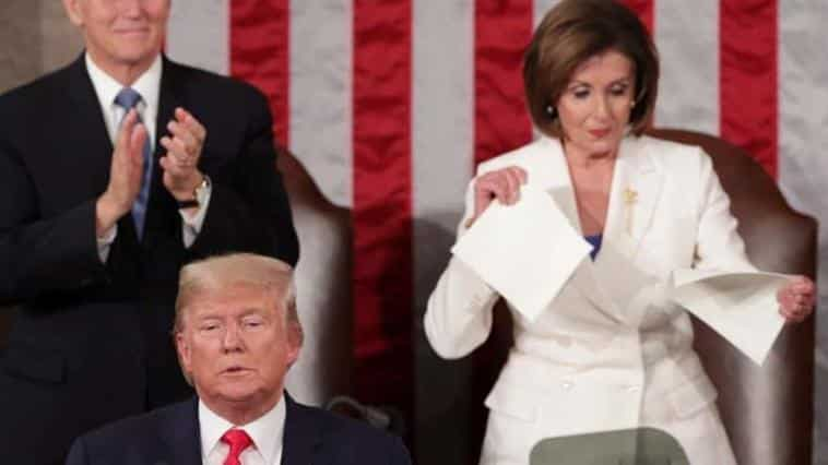 Başkan Trump'ın Konuştuğu Sırada Yaptığı Hareket Olay Oldu!