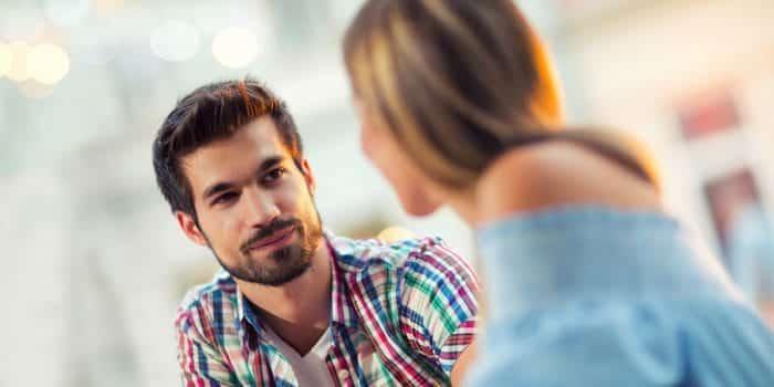Bir Erkeğin Sizden Hoşlandığını Nasıl Anlarsınız?